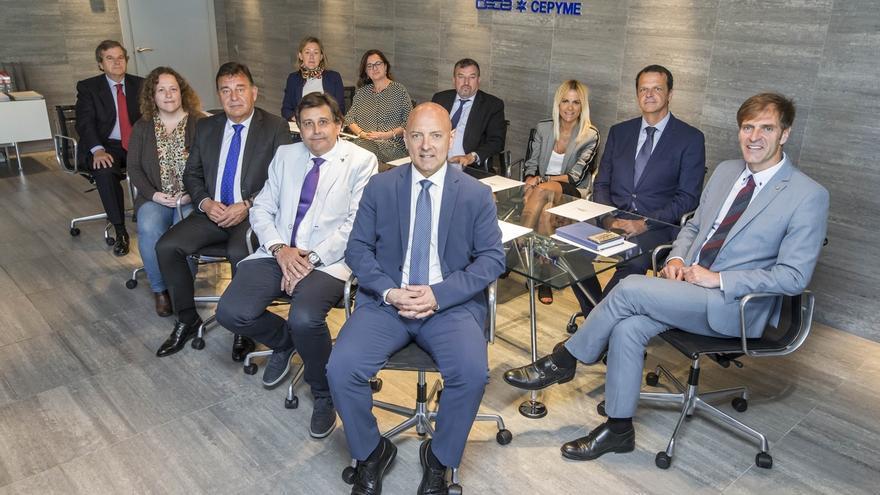 Empresarios de la dependencia, banca, construcción, comercio, energía y  autónomos, en la nueva dirección de CEOE
