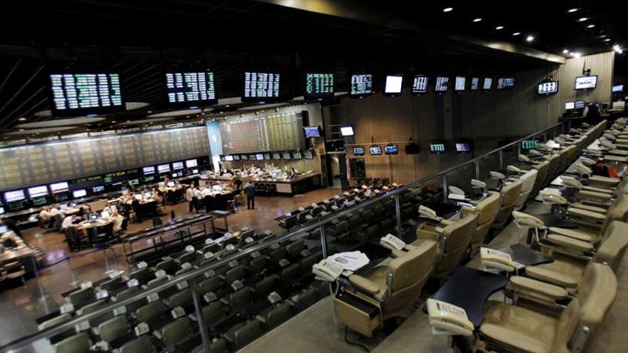 Los mercados latinoamericanos terminan agosto al alza, a la par de Wall Street