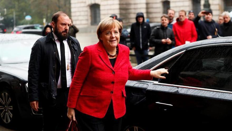 Merkel ve con cauto optimismo la negociación para formar gobierno en Alemania