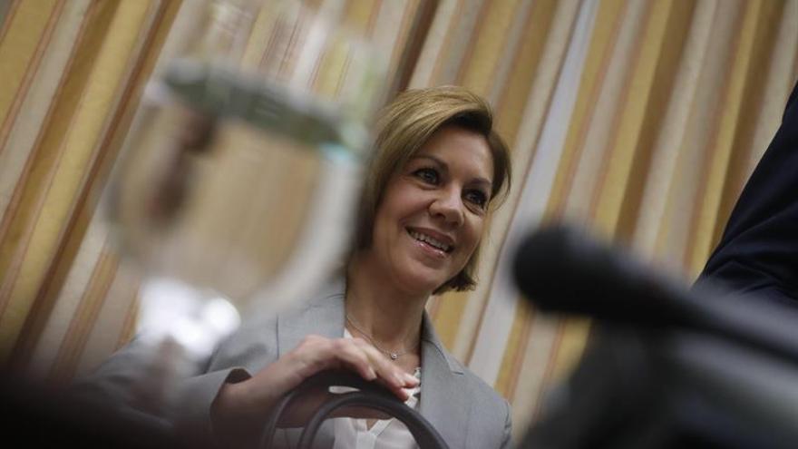 La secretaria general del PP, María Dolores de Cospedal, antes de comparecer ante la Comisión del Congreso que investiga la supuesta financiación ilegal del PP.