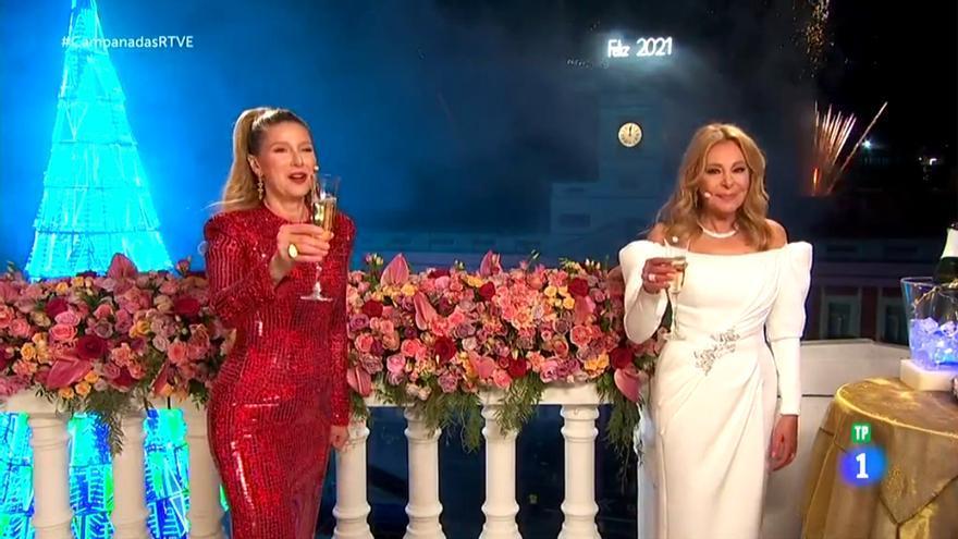 Anne Igartiburu y Ana Obregón en las Campanadas de TVE 2020-2021