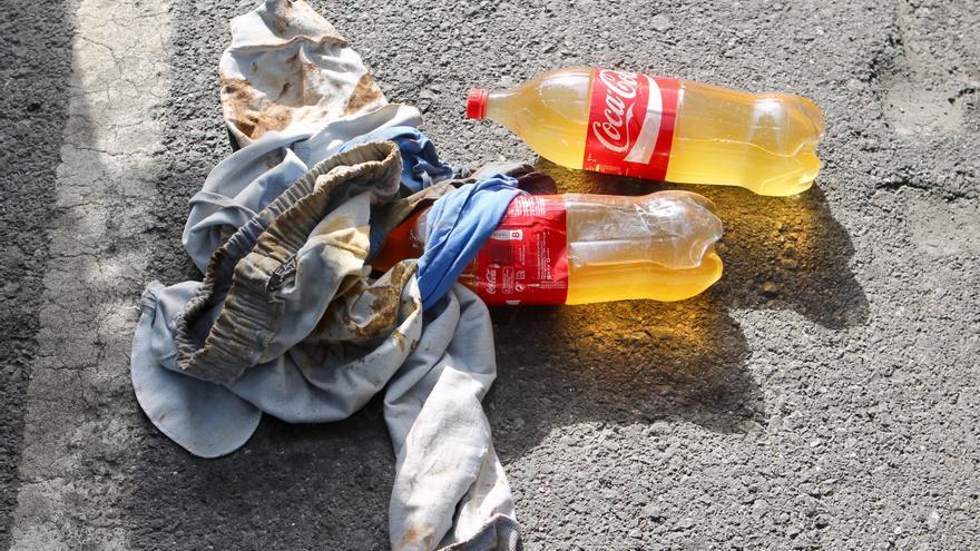 Botellas con orina que emplean los polizones del ferri