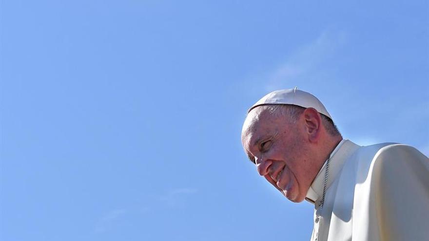 El papa expulsa del sacerdocio a los exobispos chilenos Cox y Órdenes