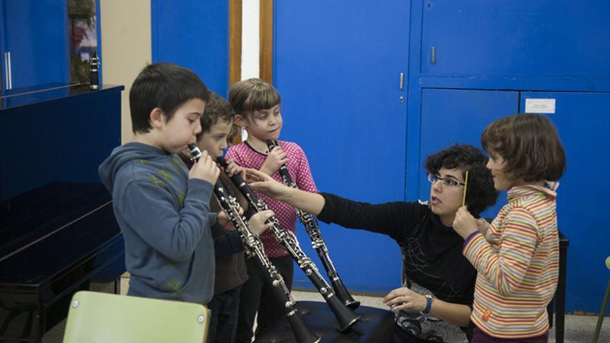 Una profesora de la cooperativa Musicop dando clase. FOTO: ANDREA BOSCH