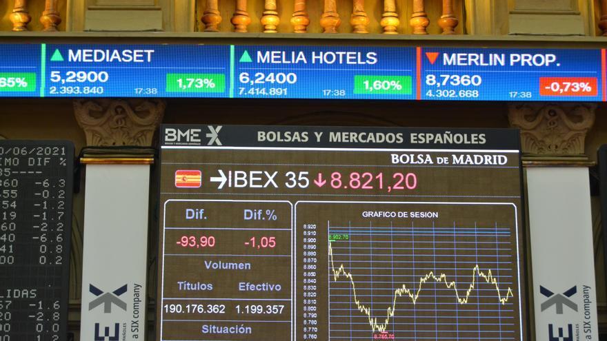El Ibex baja un 1 % en la sesión y registra primera caída mensual desde enero