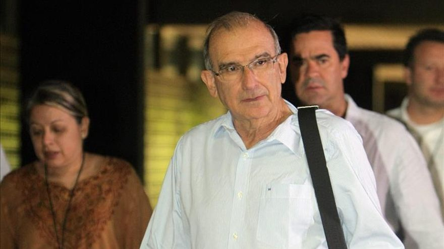Llega a Cuba cuarto grupo de víctimas que participará en diálogos colombianos