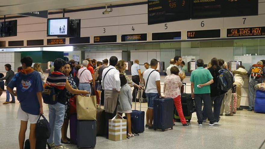 Renfe toma medidas anticolapso para vender billetes AVE a 25 euros el domingo