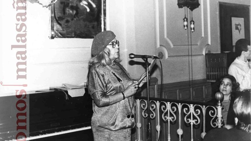La escritora Carmen Martín Gaite fue asidua a la tertulia del Café Manuela