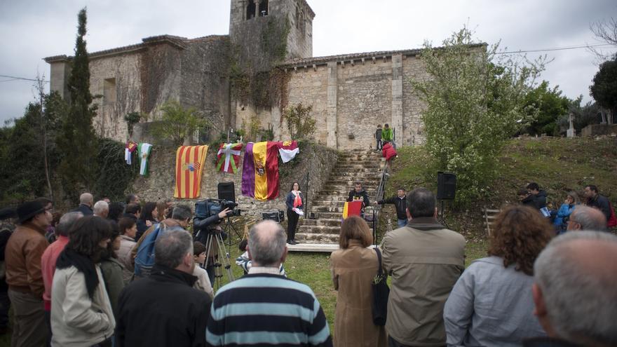 Homenaje y acto de entrega de restos de 23 fallecidos en la cárcel de Valdenoceda, organizado por la Agrupación de Familiares de Represaliados en Valdenoceda (Burgos), en el mismo lugar donde se exhumaron sus restos | Álvaro Minguito \ DISO Press