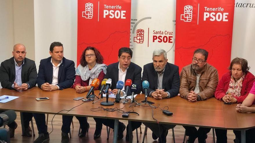 Rueda de prensa con los alcaldes socialistas y el secretario general del partido en Tenerife, Pedro Martín, este jueves
