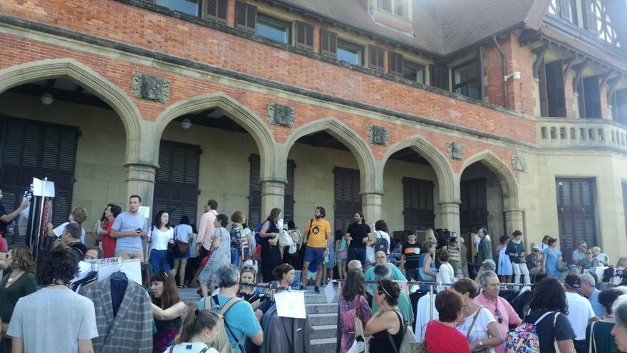 San Sebastián acoge la venta solidaria del vestuario y atrezzo de la última película de Woody Allen