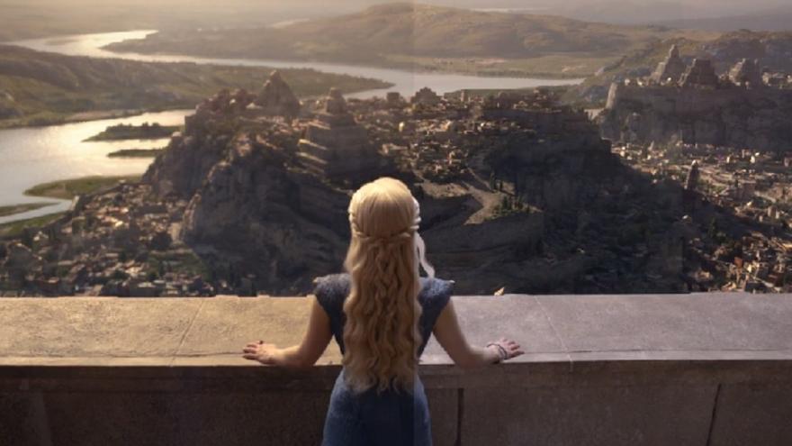 La actriz británica Emilia Clarke encarna a Daenerys Targaryen en Juego de Tronos
