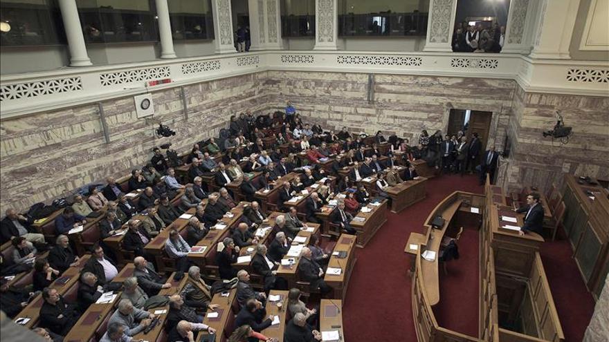 Tsipras propone como presidente a un conservador para lograr amplio consenso