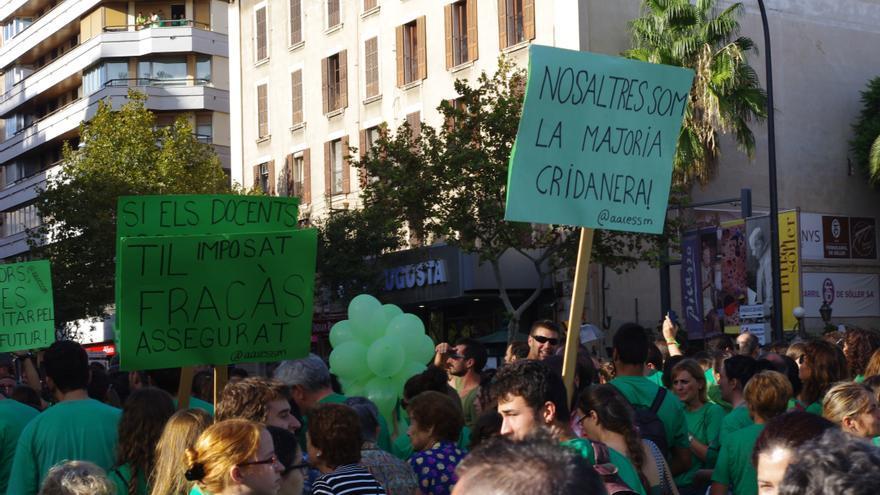 Pancartas en catalán contra el sacrificio de esta lengua en las aulas baleares