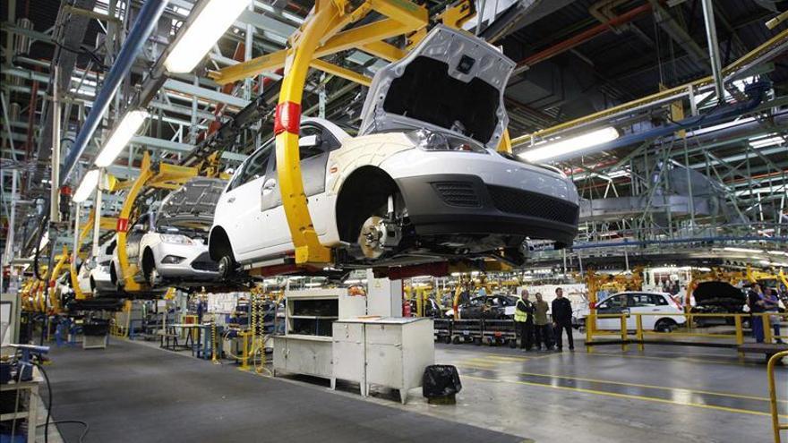La economía española cayó el 1,37 por ciento en 2012, según el INE