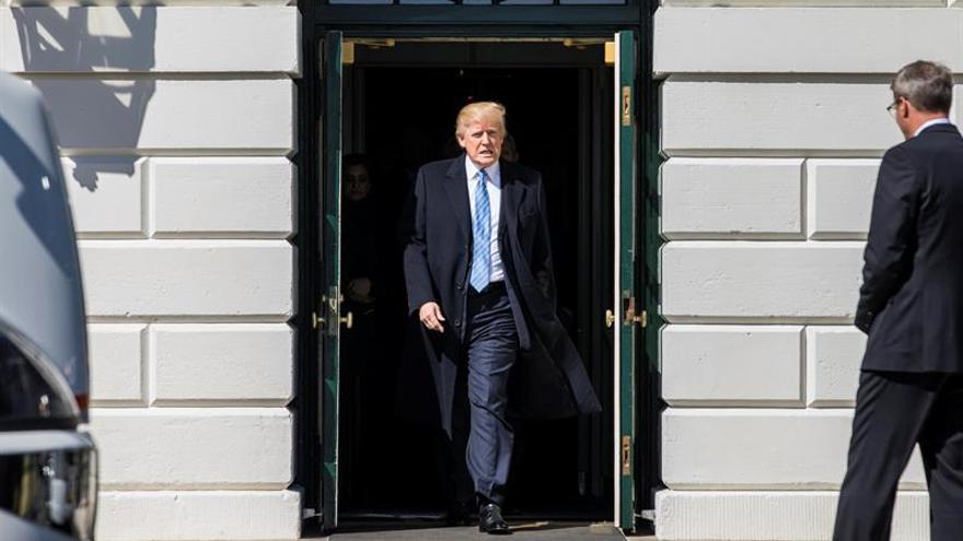 Trump apuesta por su plan de salud y fuerza su votación hoy en el Congreso