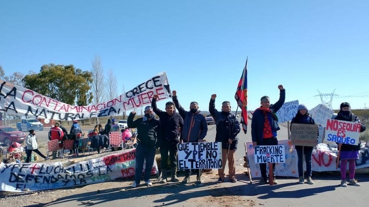 Comunidades mapuches cortaron los accesos a los principales yacimientos en reclamo de cuidados ambientales y contra el fracking.