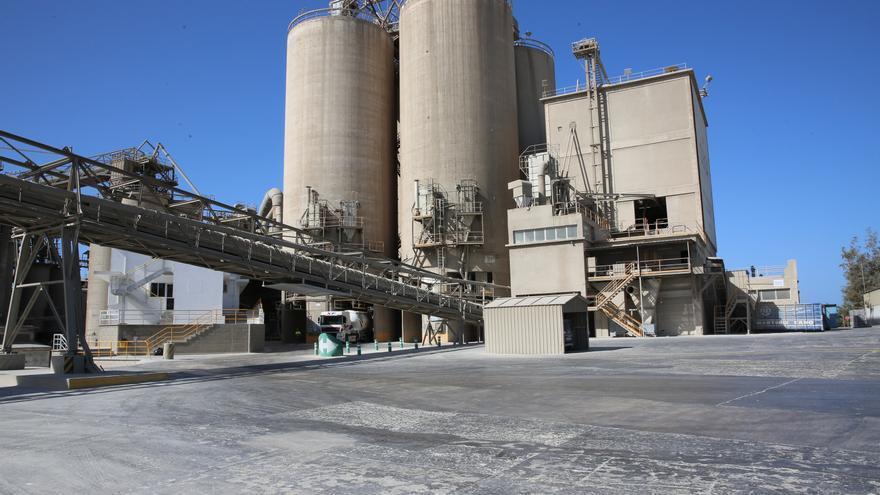 Fábrica de cemento en la zona de El Pajar, en el sur de Gran Canaria. (ALEJANDRO RAMOS)