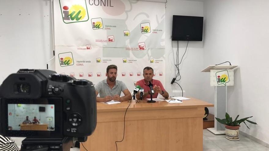 El alcalde de Conil alerta que la progresión del alga invasora afecta ya al 80 por ciento del caladero conileño