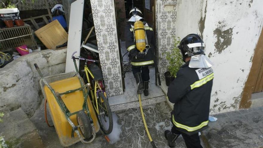 Mueren tres personas en un incendio en una casa cueva de Almería