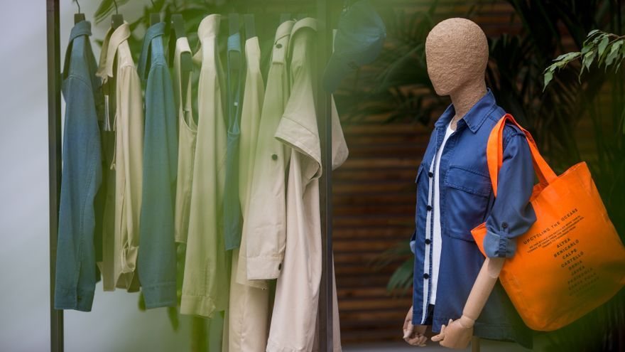 Ecoembes y la Fundación Ecoalf se unen para convertir en ropa la basura de los fondos marinos del Mediterráneo.