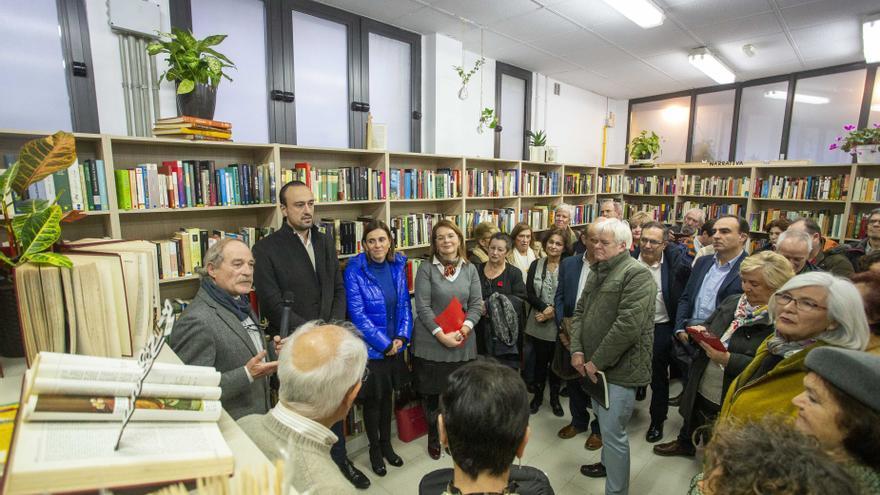 La consejera de Presidencia, Interior, Justicia y Acción Exterior del, Paula Fernández Viaña, ha asistido a la apertura de la Librería Solidaria de AMICA