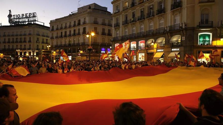 Sosa Días fabrica 24.000 banderas españolas en previsión del aumento de la demanda