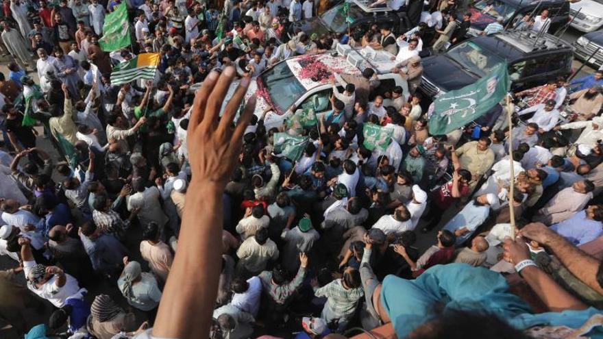 El ex primer ministro Nawaz Sharif es arrestado a su regreso a Pakistán