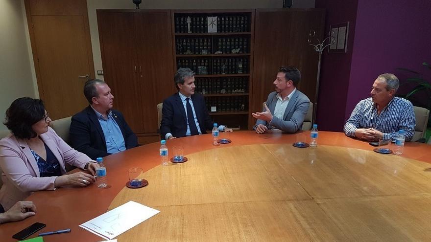 Imagen de la reunión en Madrid de los alcaldes con el presidente de RENFE