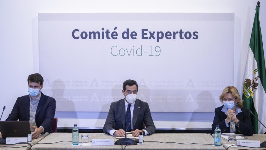 Archivo - El presidente de la Junta de Andalucía, Juanma Moreno (c), en una reunión del Consejo Asesor de Alertas de Salud Pública de Alto Impacto (Comité de Expertos). Fotografía de archivo