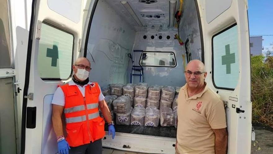 El 'Plan Cruz Roja Responde' en la isla de La Palma cuenta con el apoyo de 39 voluntarios y voluntarias y 7 personas contratadas asignadas a estos servicios.