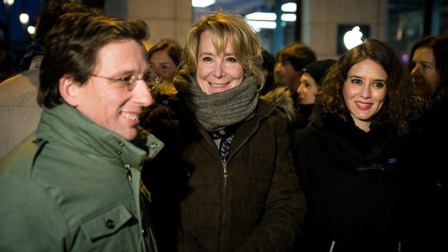 La expresidenta de la Comunidad de Madrid Esperanza Aguirre junto a Martínez Almeida y Díaz Ayuso.