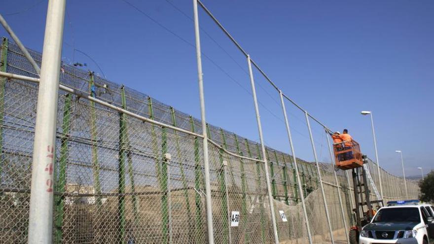 Marruecos impide la entrada masiva de 800 inmigrantes a Melilla por la valla