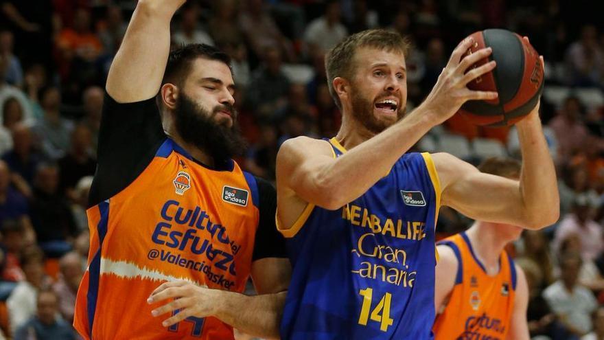 Acción del encuentro de la primera vuelta ante Valencia Basket