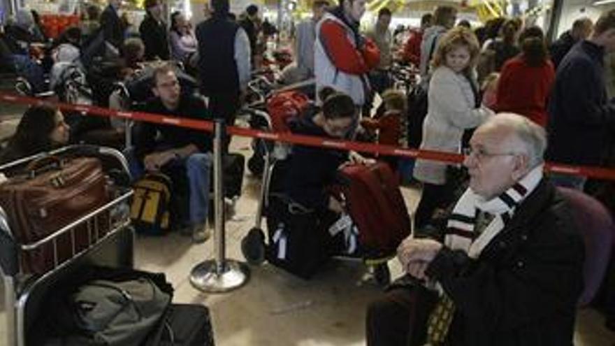 Los pasajeros aéreos que sufran retrasos de más de tres horas serán indemnizados