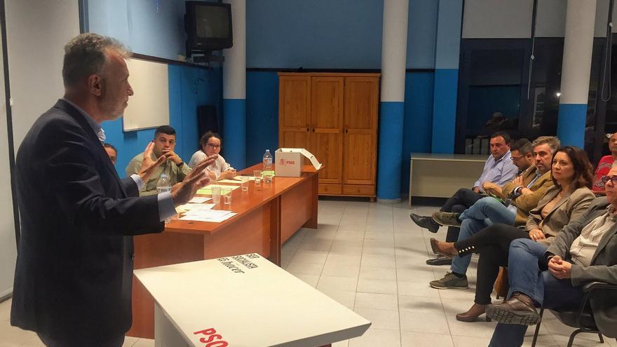 Ángel Víctor Torres en el Comité Insular de los socialistas de La Gomera.
