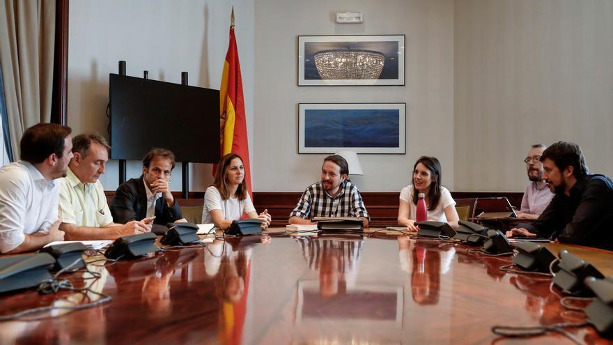 Pablo Iglesias, Irene Montero, Alberto Garzón y el resto de miembros de la dirección de Unidas Podemos en una reunión este viernes.