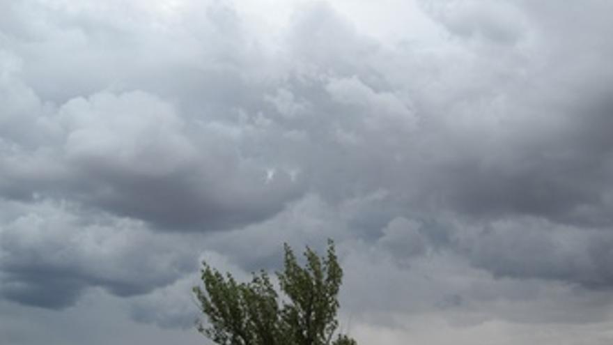 Cielos oscuros y posibilidad de lluvias este viernes en las Islas