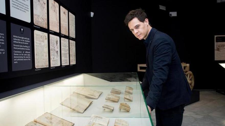 Christian Galvez en la inauguración de la exposición