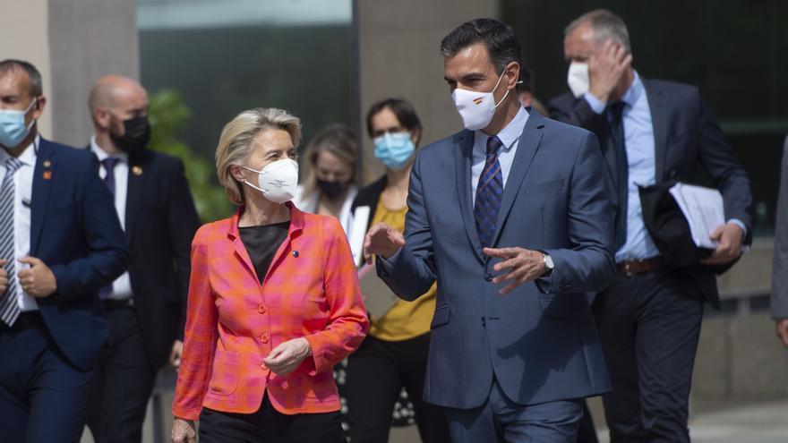 La presidenta de la Comisión Europea, Ursula von der Leyen, y el presidente del Gobierno español, Pedro Sánchez.