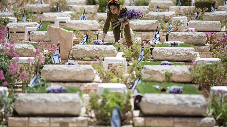 Israel recuerda a los soldados muertos en servicio en una jornada de luto
