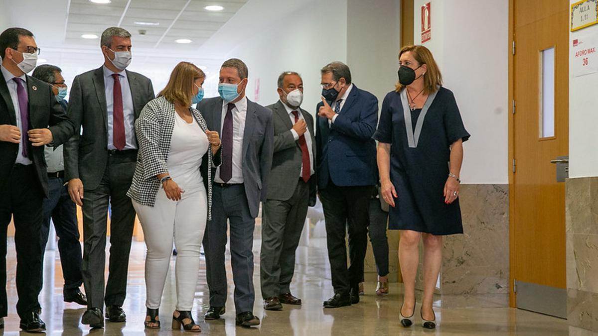 Miembros de la UCLM, del Gobierno regional y del Ayuntamiento de Talavera en la firma de tres protocolos