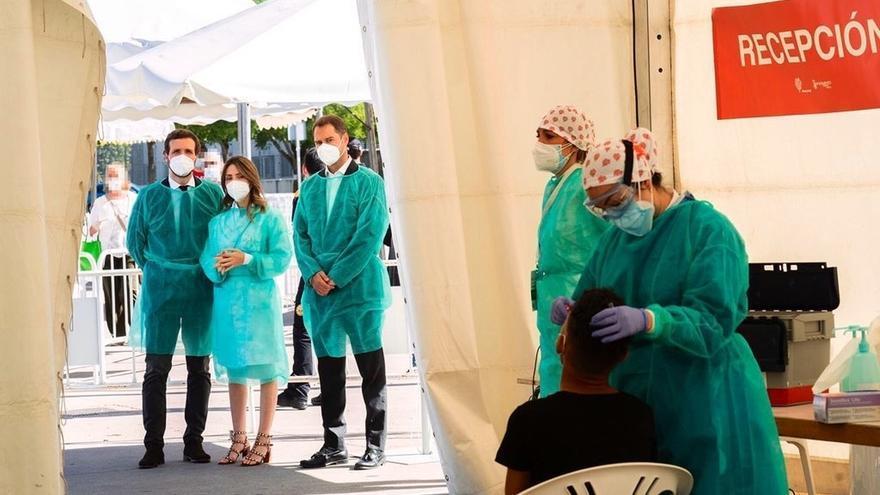 Casado en su visita a las pruebas de coronavirus realizadas en Torrejón de Ardoz.