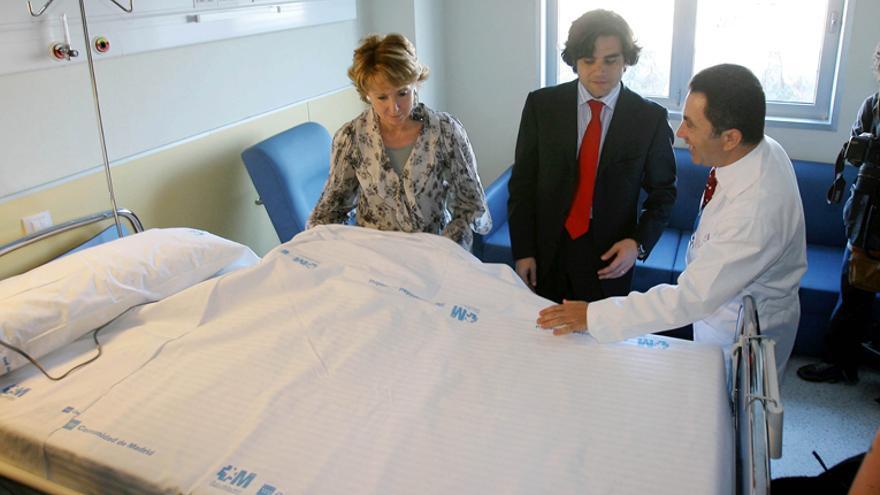 Espernaza Aguirre visitando el hospital de Parla en febrero de 2008.