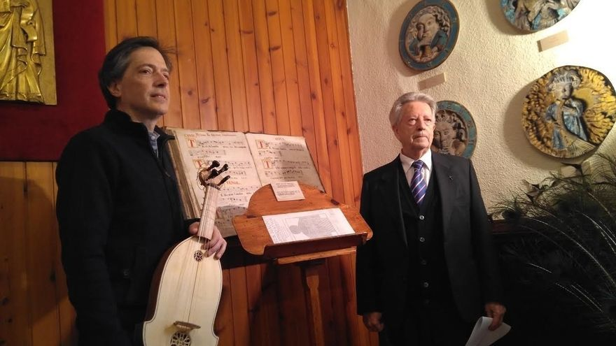 Reproducen una viola encontrada en las obras de restauración de la Puerta de San José de la Catedral de Pamplona