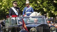 El estandarte de Felipe VI se iza por vez primera en el Palacio Real