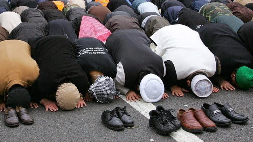 Musulmanes durante la oración.