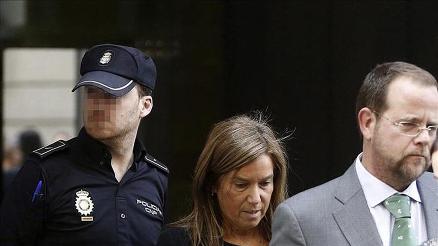 Mato cree sexista que se le acuse de lucrarse de regalos de Gürtel a su exmarido