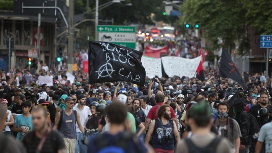 La policía hirió de bala a un hombre durante las protestas en Sao Paulo contra el Mundial