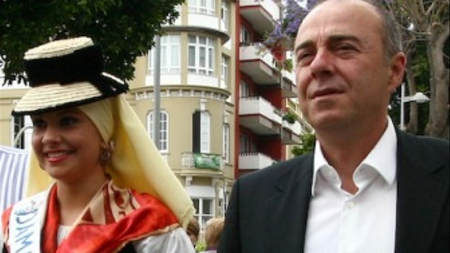 Miguel Zerolo, durante unas fiestas populares. (ACFI PRESS)